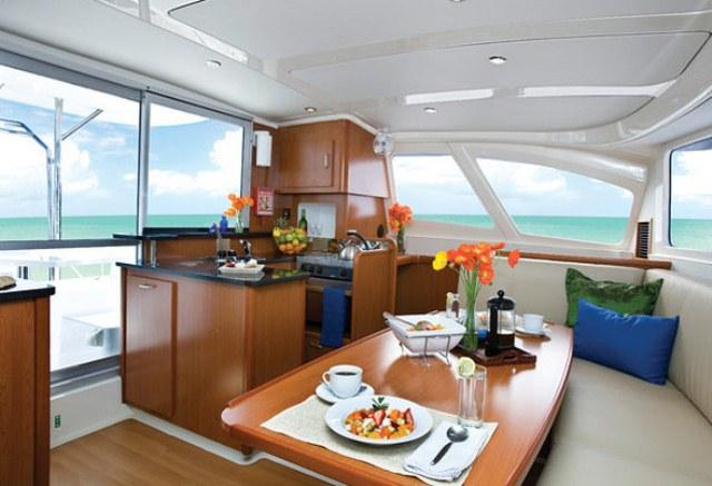 catamaran. (2) (1)